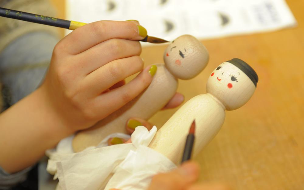 Experience Kokeshi Decorating